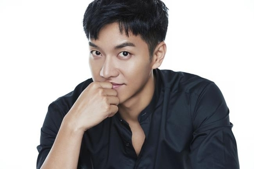 A file publicity photo of singer-actor Lee Seung-gi provided by Mnet (Yonhap)