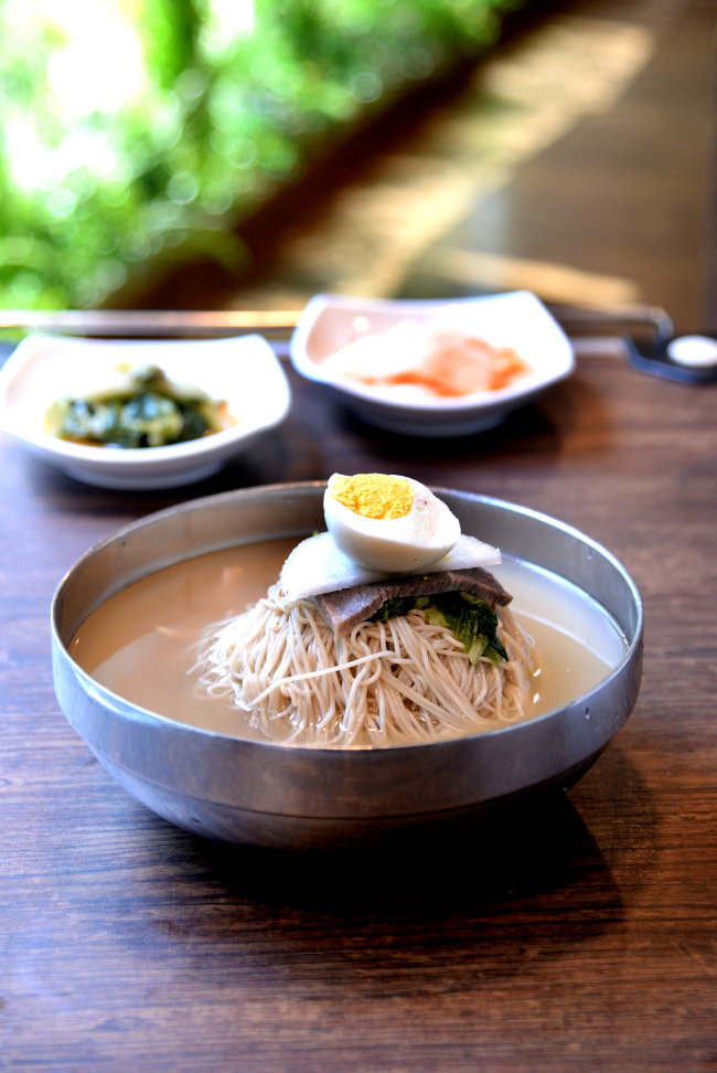 A typical bowl of Pyongyang naengmyeon (Park Hyun-koo/The Korea Herald)