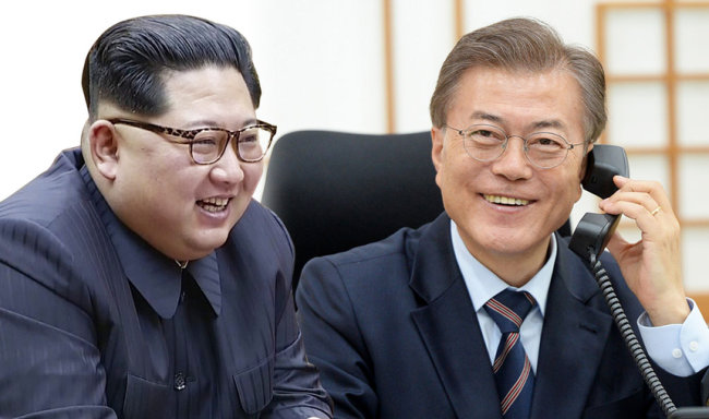 From left: North Korean leader Kim Jong-un and South Korean President Moon Jae-in (Yonhap)