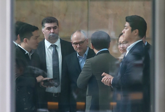 President of GM International Barry Engle (third right) answers reporters' questions at the KDB headquarters' on Tuesday afternoon. (Yonhap)