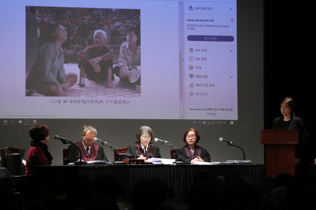"""The judging panel explains the trial process of """"People's Tribunal,"""" a hypothetical court organized by the Korea-Vietnam Peace Foundation, at the Oil Tank Culture Park in Sangam-dong, Seoul on Sunday. Yonhap"""