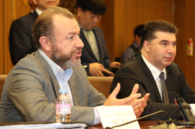 GM President Dan Ammann (left) speaks during a meeting with the ruling party's GM task force committee at the National Assembly on Thursday. (Yonhap)