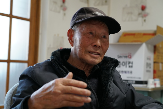 Kim Geon-wook, who, in 1951, moved to the South from his hometown of Jeonjin, in today's North Korea, speaks to The Korea Herald. (Lim Jeong-yeo/ The Korea Herald)