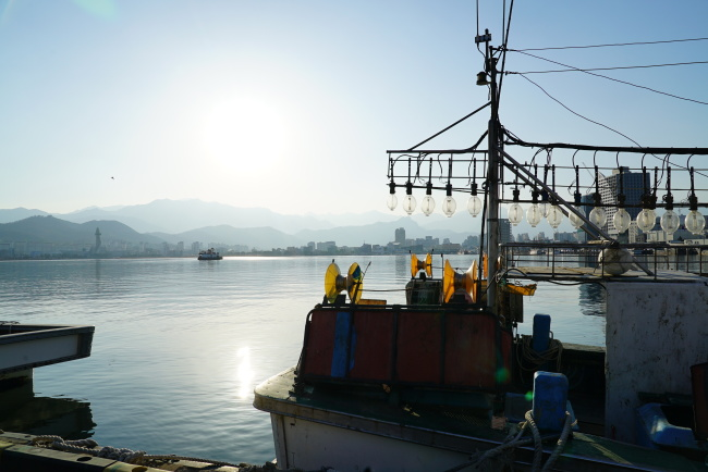 Sokcho, Gangwon Province, is known for its scenic waters and North Korean-style cuisine, by the Korean War refugees from Hamgyong Province. (Lim Jeong-yeo/ The Korea Herald)