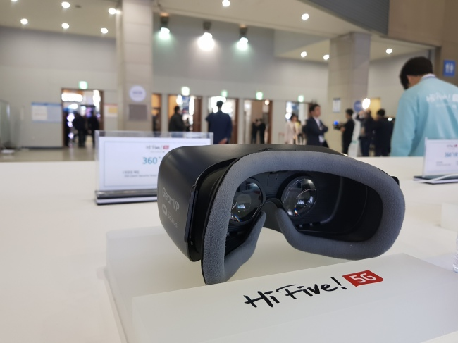 The head mounted device installed by KT at 5G exhibition booth at Kintex. (Sohn Ji-young/The Korea Herald)