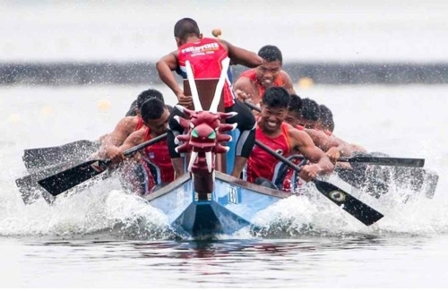 This undated file photo provided by the Korean Canoe Federation on April 30, shows paddlers in action in a dragon boat race. (Yonhap)