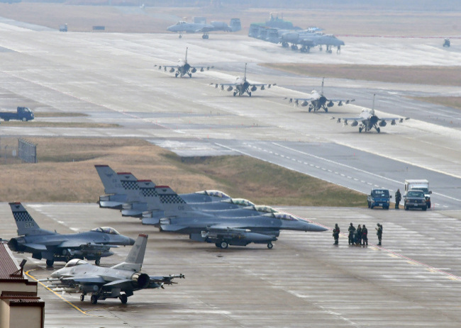 US warplanes on standby during the Vigilant Ace South Korea-US joint air drill held from Dec. 4 to Dec. 8. (Yonhap)