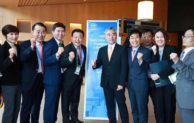 This photo provided by the Korea Table Tennis Association on May 1, 2018, shows South Korean officials who helped Busan win the bid to host the 2020 International Table Tennis Federation World Team Table Tennis Championships during the ITTF Annual General Meeting in Halmstad, Sweden. (Yonhap)