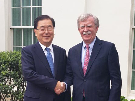Chung Eui-yong (left) meets with his US counterpart John Bolton in Washington DC on Friday, local time. (Yonhap)