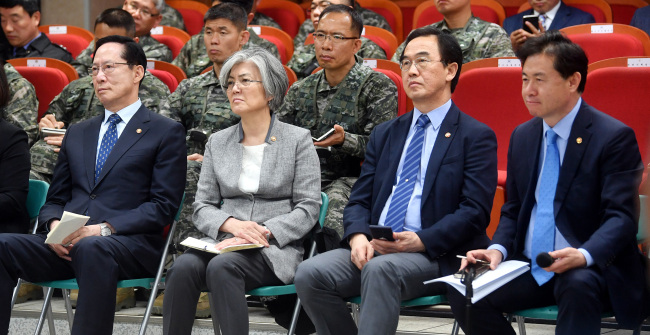Defense Minister Song Young-moo(far left), Foreign Minister Kang Kyung-wha(second from left), Unification Minister Cho Myung-kyun(second from right) and Ocean Minister Kim Young-choon(far right). Yonhap
