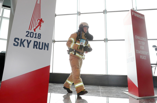 A rescue worker from Seoul 119 Special Rescue Service arrives at the finish line.