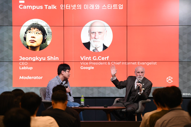Vint Cerf, chief internet evangelist at Google (right) speaks during an event in Google Campus Seoul in Samseong-dong, Gangnam District, Tuesday. (Google Korea)