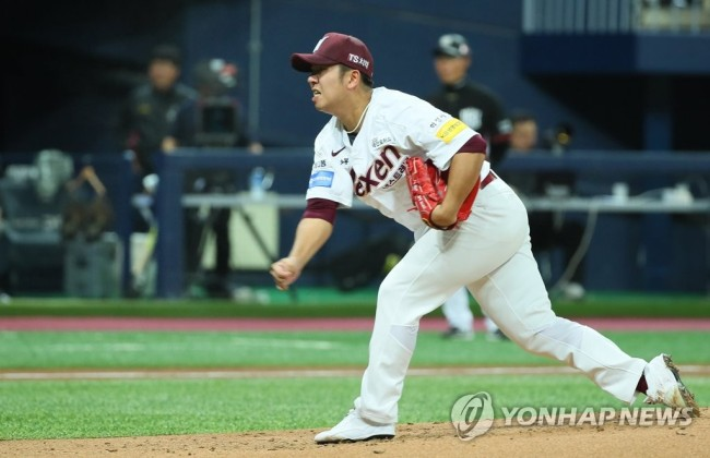 In this file photo from April 3, 2018, Shin Jae-young of the Nexen Heroes throws a pitch against the KT Wiz in a Korea Baseball Organization regular season game at Gocheok Sky Dome in Seoul. (Yonhap)