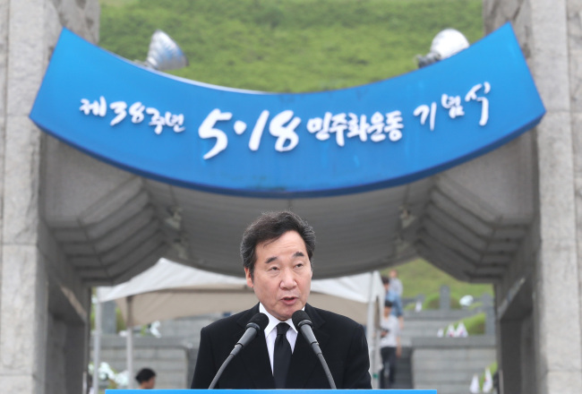 Prime Minister Lee Nak-yon gives a speech commemorating the May 18 democracy movement which occurred in the southwestern city of Gwangju, at the May 18th National Cemetery on Friday. (Yonhap)
