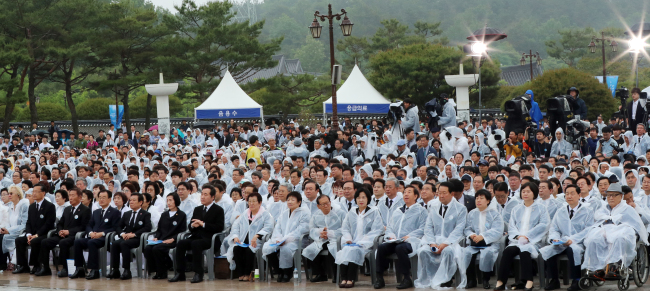 Participants at the May 18 National Cemetery on Friday. (Yonhap)