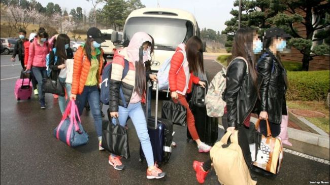 This file photo provided by the Ministry of Unification shows North Korean restaurant workers arriving in South Korea in April 2016. (Yonhap)