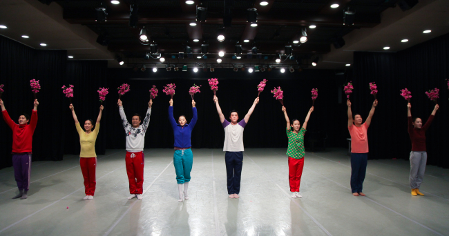 "Members of the Eun-Me Ahn Dance Company rehearse ""North Korea Dance by Eun-me Ahn"" at the Korea National University of Arts on May 14. (Korean Traditional Performing Arts Foundation)"
