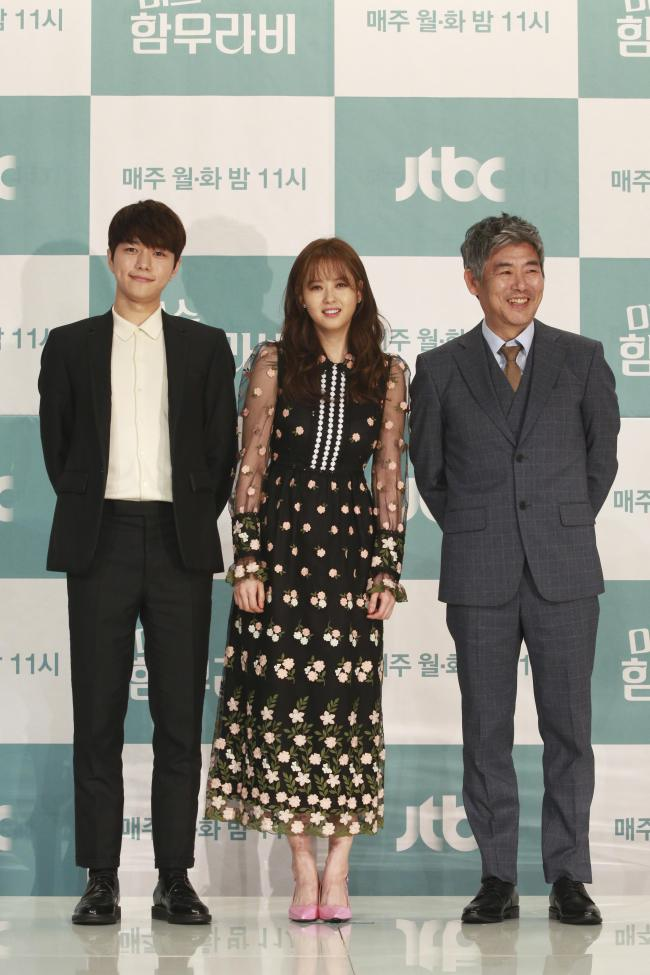 Kim Myung-soo (from left), Go A-ra and Sung Dong-il (Jtbc)