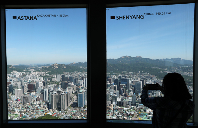 Clear skies were observed on Monday from Namsan Tower in Seoul. The following day on Tuesday, clouds returned with forecast of light rainfall in the evening. (Yonhap)