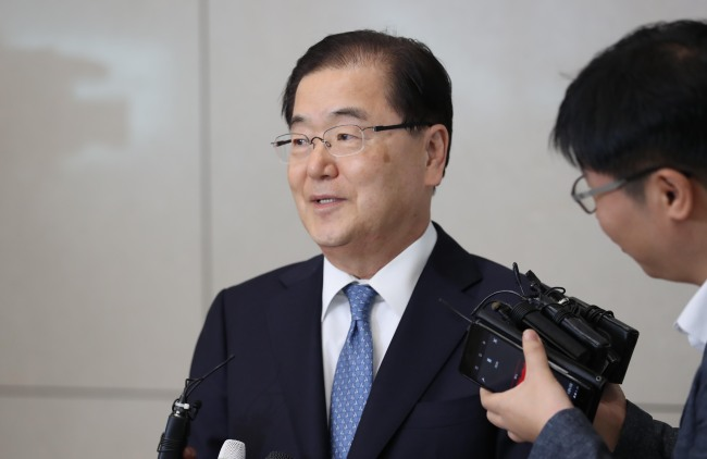 In this file photo from May 5, 2018, Chung Eui-yong, South Korea's top presidential security adviser, speaks to reporters at Incheon International Airport after returning from a meeting with US national security adviser John Bolton. (Yonhap)