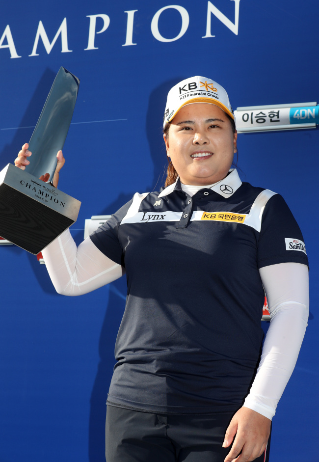 South Korean golfer Park In-bee holds up the champion`s trophy after winning the Doosan Match Play Championship on the Korea LPGA Tour at Ladena Golf Club in Chuncheon, 85 kilometers east of Seoul, on May 20, 2018. (Yonhap)