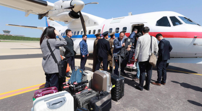 South Korean reporters arrive at the Kalma Airport, Wonsan, Wednesday. (Joint Press Corps)