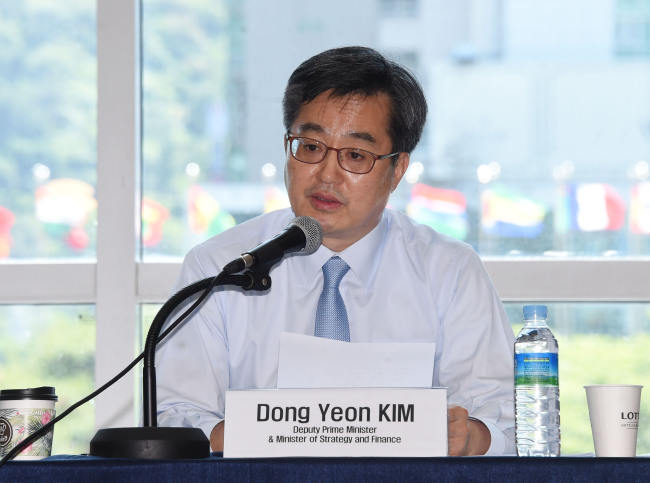 cap/Deputy Prime Minister and Finance Minister Kim Dong-yeon on Wednesday speaks in a press conference on the sidelines of the African Development Bank annual meeting held in Busan. (Yonhap)