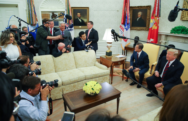 A South Korean reporter asks President Moon Jae-in before the Seoul-Washington summit at the White House in Washington, D.C. (Yonhap)
