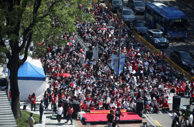 "Some 12,000 women gathered in Seoul to protest against the ""discriminatory treatment"" of cases involving male and female victims of digital and online sexual violence on May 19. (Yonhap)"