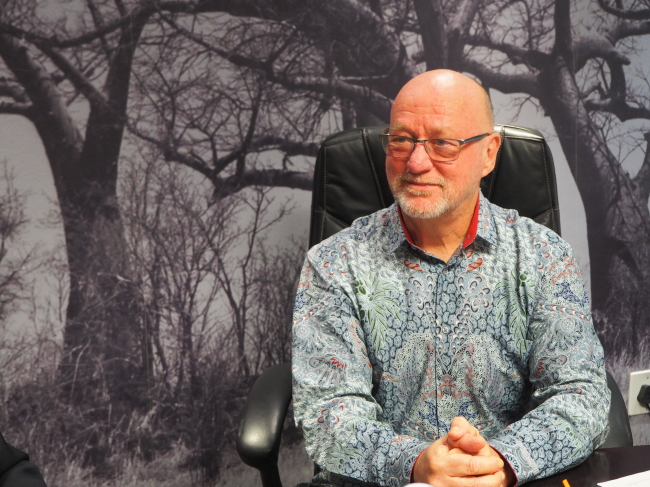 South African Tourism Minister Derek Hanekom speaks to The Korea Herald at the 2018 African Travel Indaba on May 8 at the Durban International Convention Center. (Joel Lee/The Korea Herald)