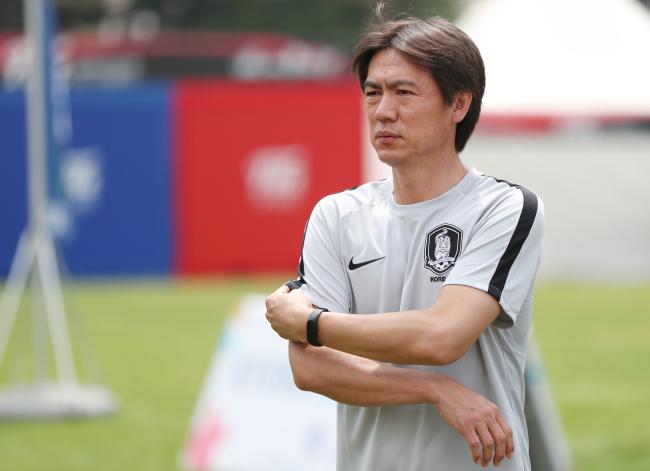 Hong Myung-bo, general secretary of the Korea Football Association (KFA), at a youth football clinic at Seoul Plaza in Seoul on May 30, 2018. (Yonhap)