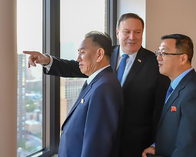 This handout photograph obtained courtesy of the US Department of State shows Kim Yong-chol (L), Vice Chairman of North Korea, during his meeting with US Secretary of State Mike Pompeo (C) on May 30, 2018 in New York. The North Korean senior official arrived in New York earlier on May 30, 2018 for talks on salvaging a summit meeting between US President Donald Trump and North Korean leader Kim Jong-un. (Yonhap)