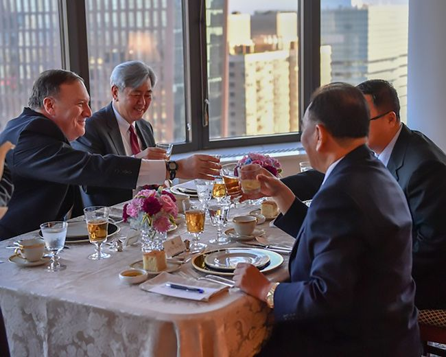 This handout photograph obtained courtesy of the US Department of State shows Kim Yong-chol (right), Vice Chairman of North Korea, during his dinner meeting with US Secretary of State Mike Pompeo (left) on May 30, 2018 in New York. (AFP photo / US Department of State) (Yonhap)