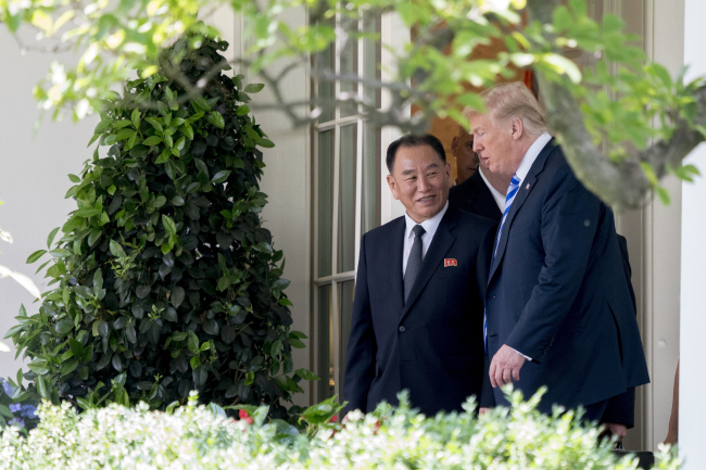 US President Donald Trump speaks with Kim Yong-chol, vice chairman of the central committee of North Korea`s ruling Workers` Party, at the White House on Friday. Yonhap
