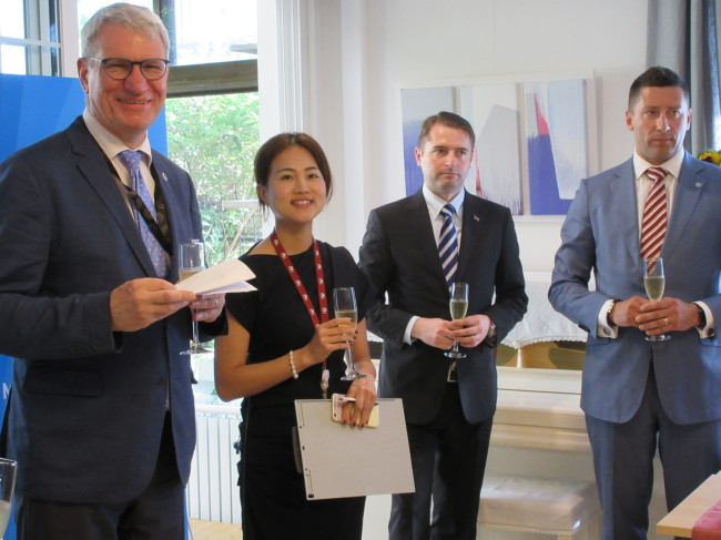 Latvian Ambassador to Korea Peteris Vaivars (left) poses with participants at an event to sign a memorandum of understanding at the embassy in Seoul on Wednesday. (Latvian Embassy)