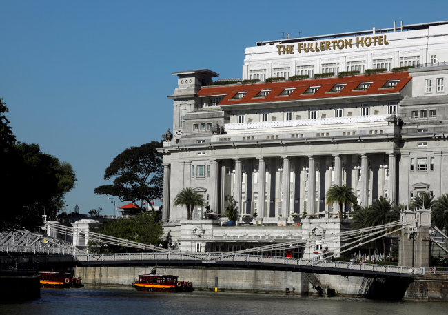 A view of the Fullerton Hotel in Singapore on May 24. (Reuters-Yonhap)