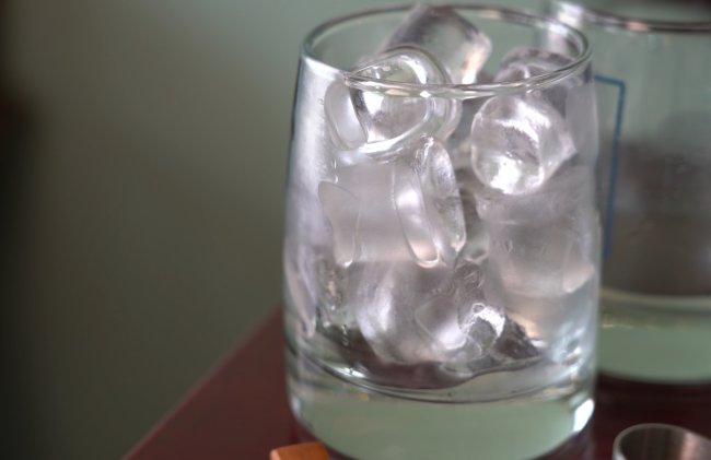 Ice in a cup (Rumy Doo/The Korea Herald)