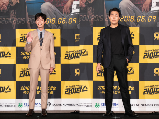 Jung Kyung-ho (left) and Park Sung-woong separately pose for photos at a media event held Tuesday at the Conrad Seoul in Yeouido, Seoul. / OCN