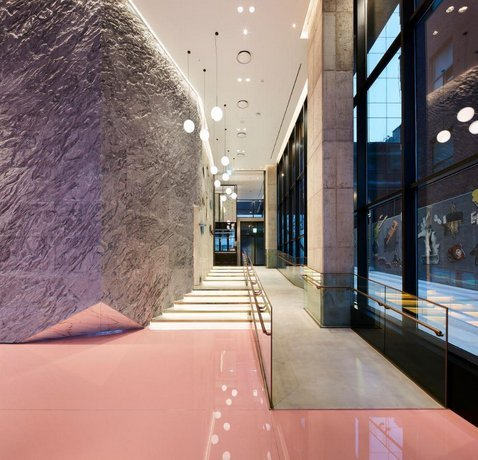 The raw concrete wall at the hotel's entrance stands for the rawness of Hongdae culture. (RYSE)