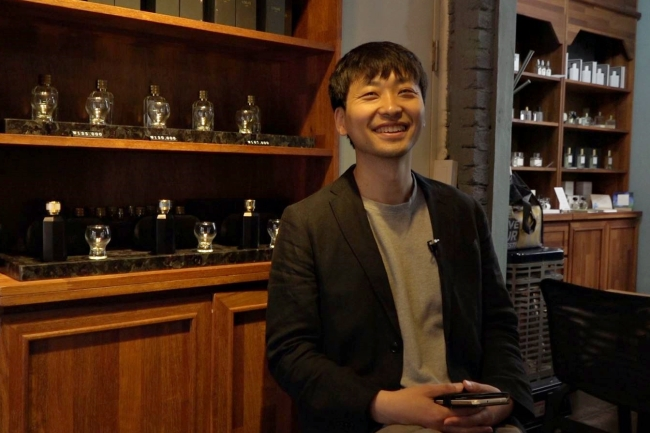 Lee Sung-min poses inside his Salon du Parfumeur perfumery shop. (Park Ju-young/The Korea Herald)
