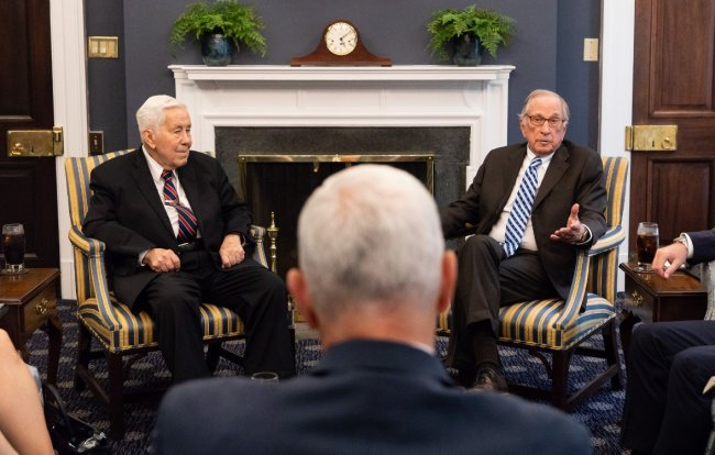 Former senators Sam Nunn (right) and Richard Luger (left) speaks with US Vice Preisent Mike Pence at the White House on Wednesday. (Mike Pence's Twitter)