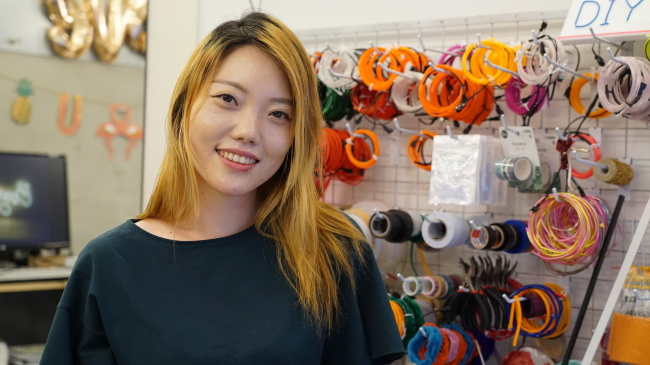 Shin Yun-jung, CEO of Spantastic Place, a D-I-Y lights craft workshop. (Lim Jeong-yeo/The Korea Herald)