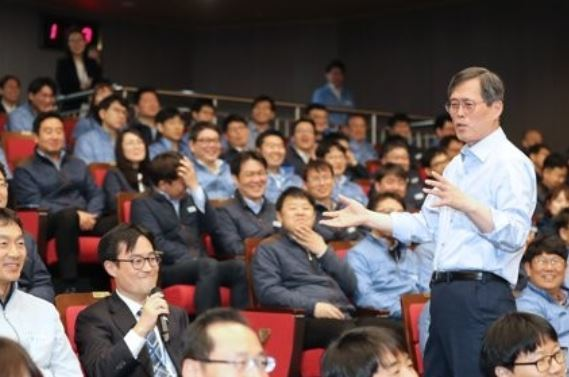 Chung Jae-hoon, the CEO of the Korea Hydro & Nuclear Power Co., speaks during an inaugural ceremony held at the headquarters in Gyeongju, 370 kilometers southeast of Seoul, on April 5. (Yonhap)