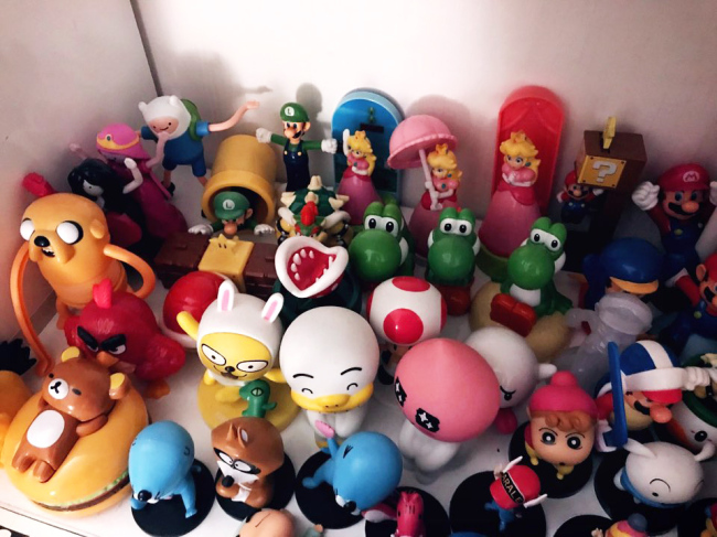 Bang Se-woong collects mini figurines and displays them on a bookshelf. (Bang Se-woong)