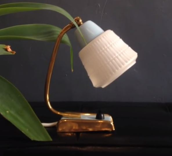 Small vintage lightings are the most popular items in Weekday (Weekday)