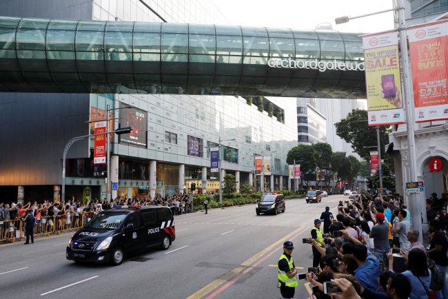 Police vehicles escort as the motorcade of North Korean leader Kim Jong-un makes its way to the Istana. (Reuters-Yonhap)