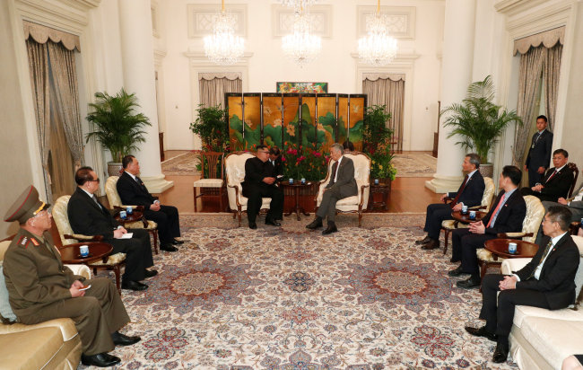 Kim Jong-un meets with Singapore`s Prime Minister Lee Hsien Loong at the Istana. (Reuters-Yonhap)