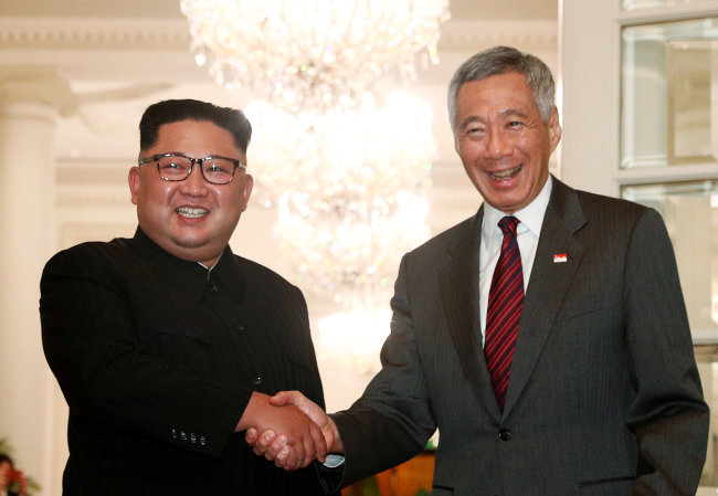 Kim Jong-un and Lee Hsien Loong flash grins for the camera. (Reuters-Yonhap)