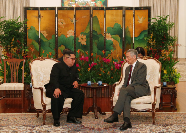 Kim Jong-un meets Singapore`s Prime Minister Lee Hsien Loong at the presidential palace of Istana in Singapore. (Reuters-Yonhap)