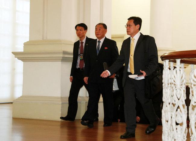 Kim Yong-chol, a close aide to North Korea's leader Kim Jong-un, walks in the Istana. (Reuters-Yonhap)